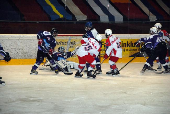Actionreiche Spiele des internationalen Nachwuchs. c Edwin Heger