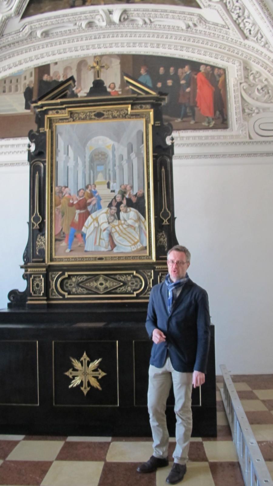 Das frisch renovierte Nordoratorium wurde früher als Kapelle genutzt - hier mit Dommuseumsdirektor Peter Keller