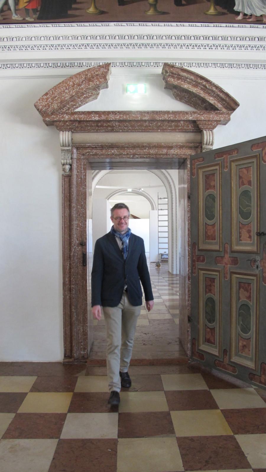 Dommuseumsdirektor im Nordoratorium - dem neu renovierten Ausstellungsraum für das DomQuartier im Salzburger Dom