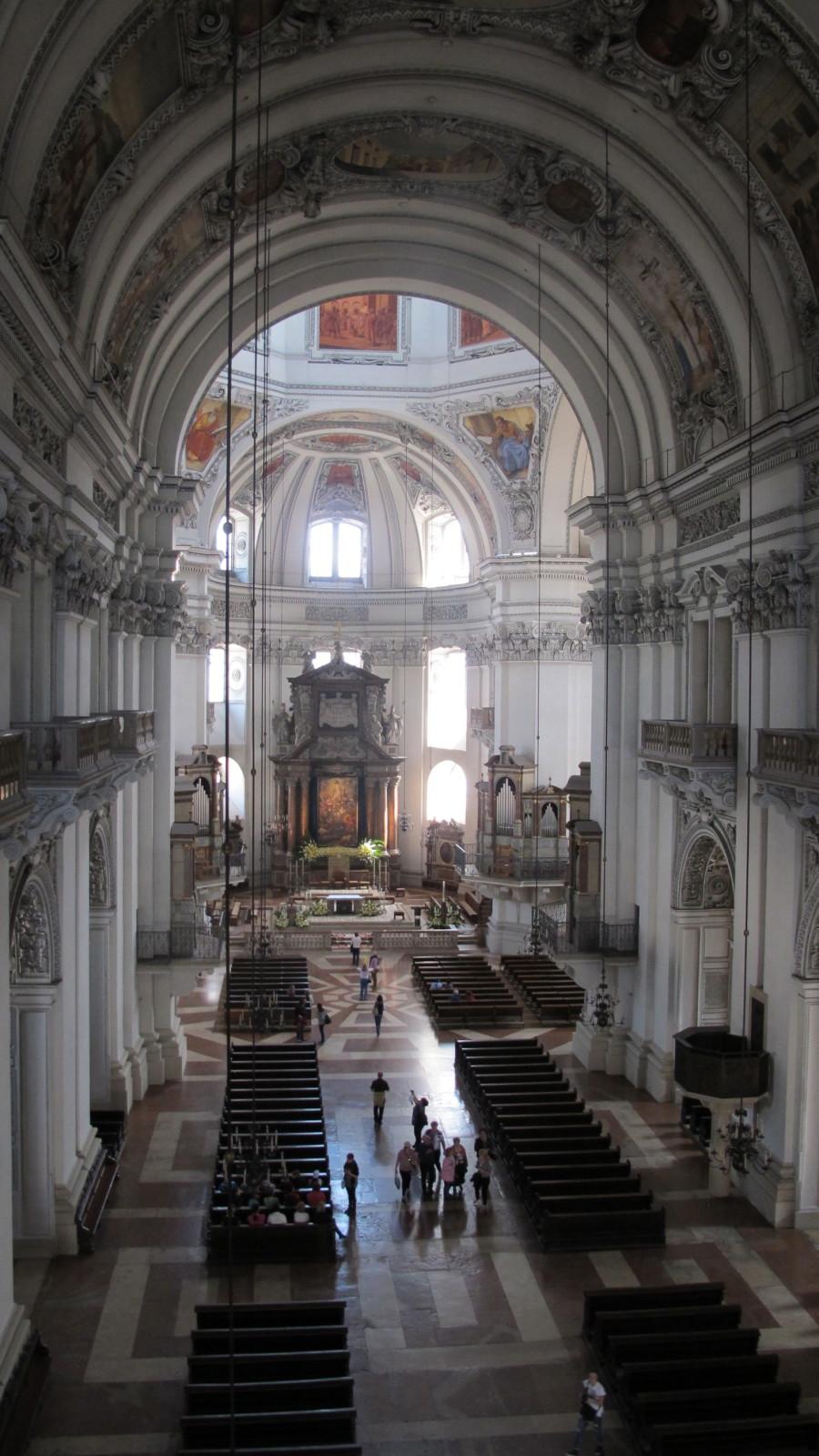 Atemberaubender Blick von der Orgelempore in den Salzburger Dom