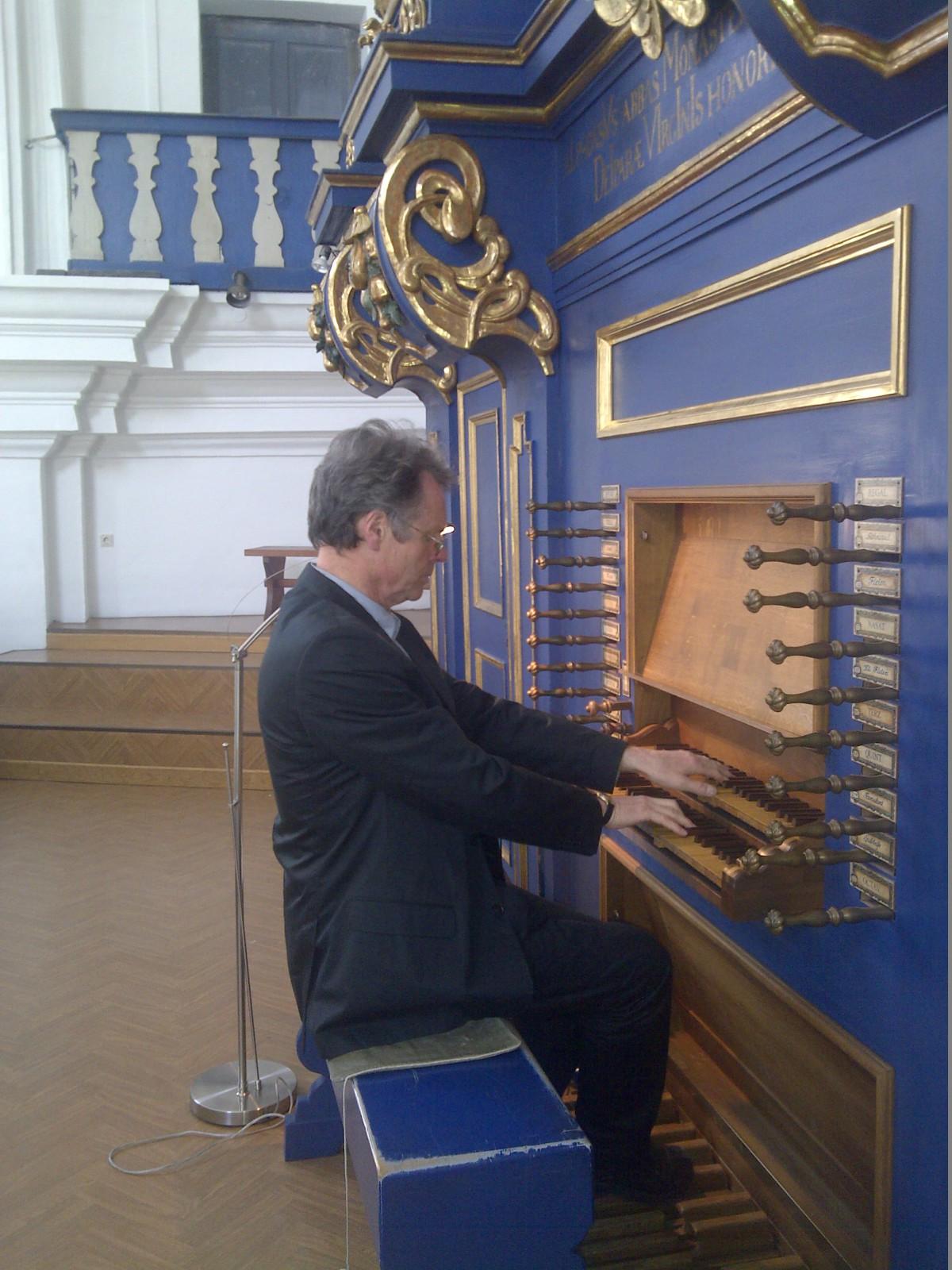 Tasten, leicht wie bei einem Cembalo: Hans-Josef Knaust in seinem Element
