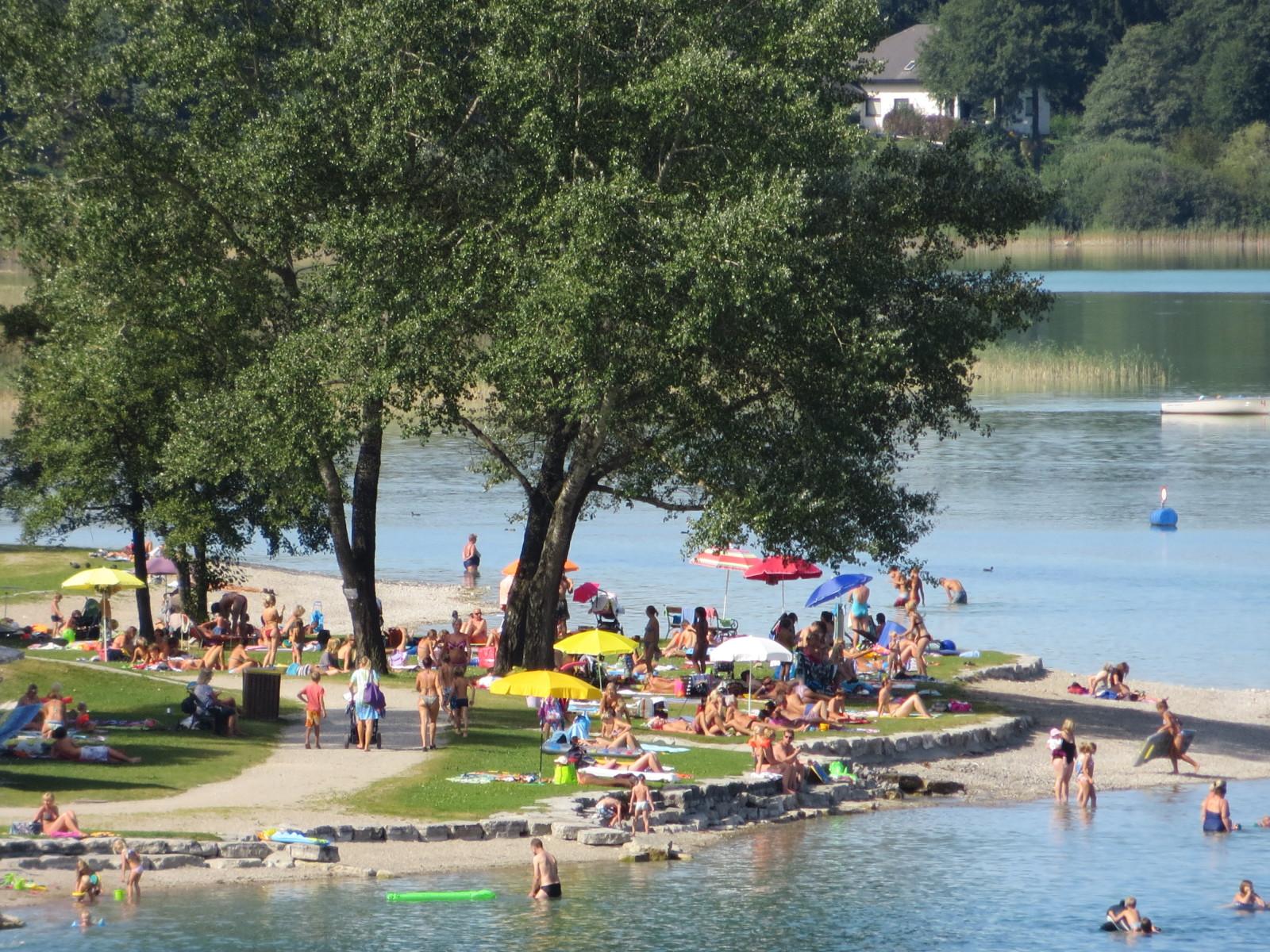 Das Strandbad in Mattsee ist gut besucht...