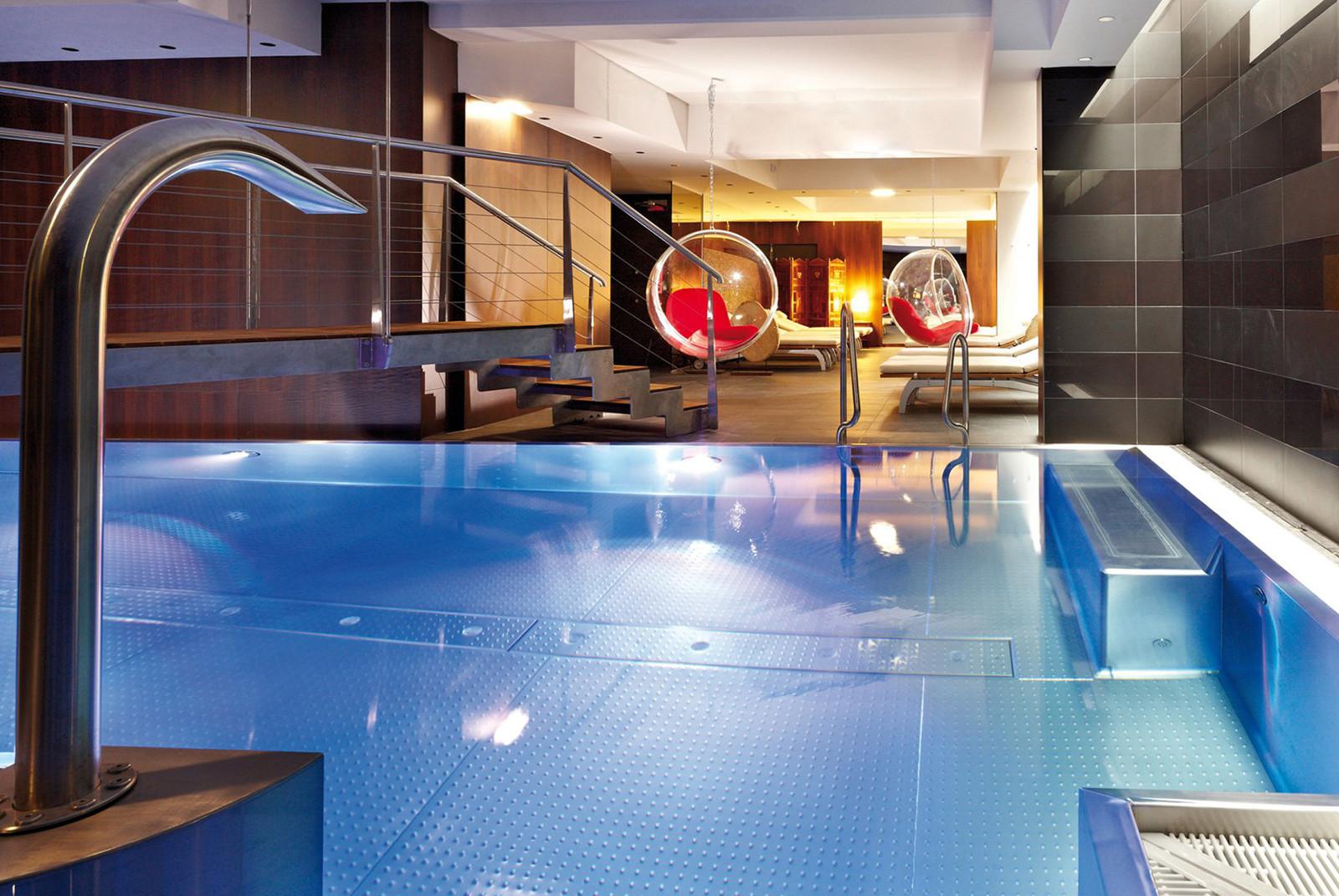 Entspannt abtauchen in einem der beiden Pools.