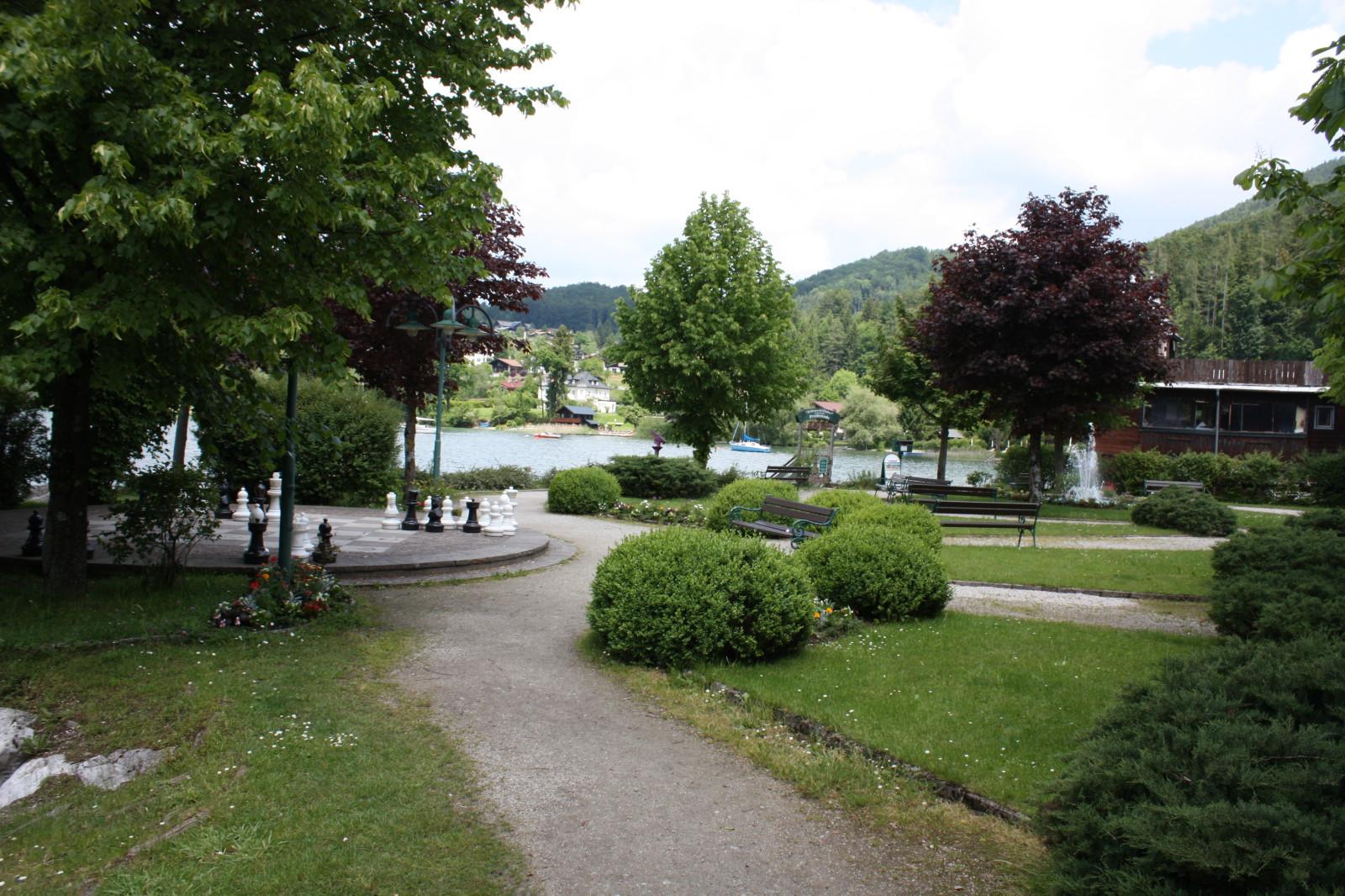 Die See-Promenade direkt im Ort...