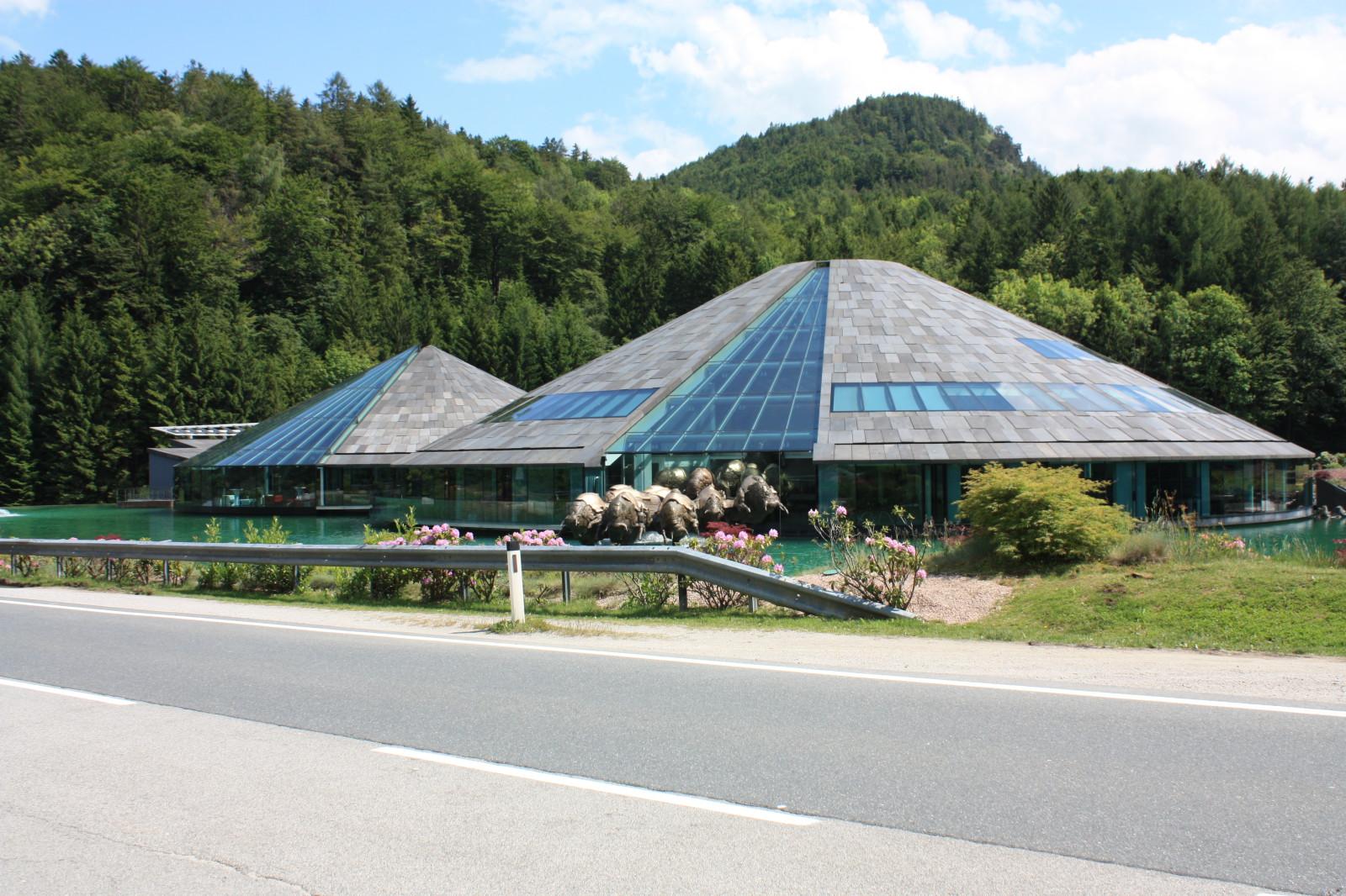 Architektonische Sehenswürdigkeit: Der bekannte Sitz von Red Bull
