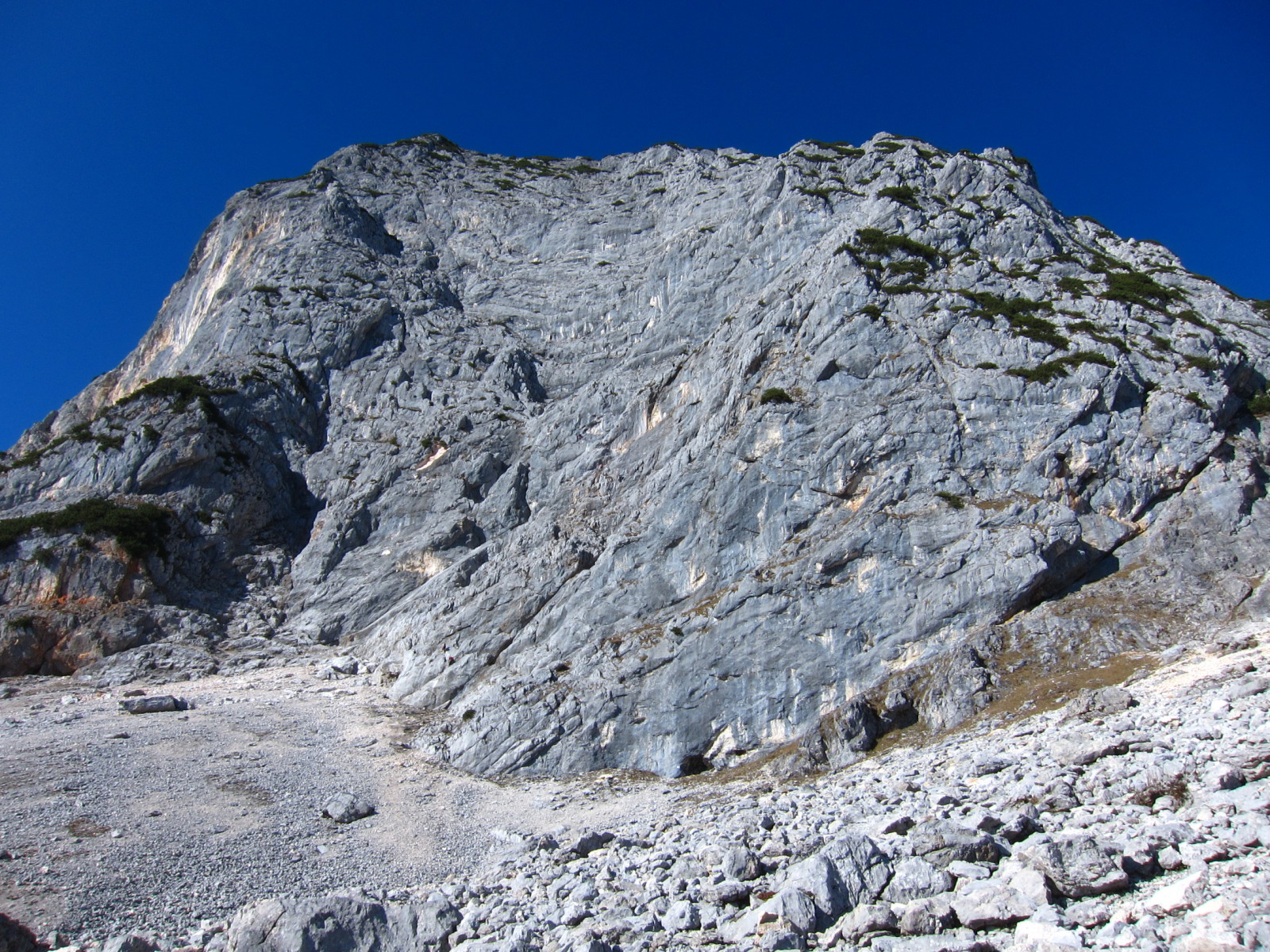 Schroffe Felswand