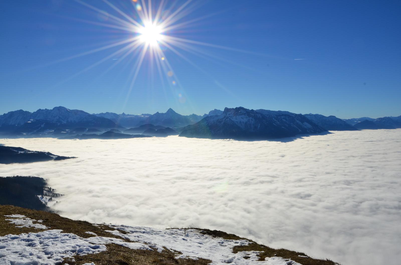 Nebel im Tal, Sonnenschein am Berg