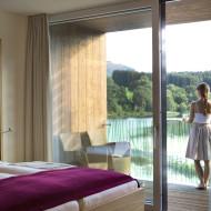 Die Zimmer im Ritzenhof mit Ausblick auf den See.