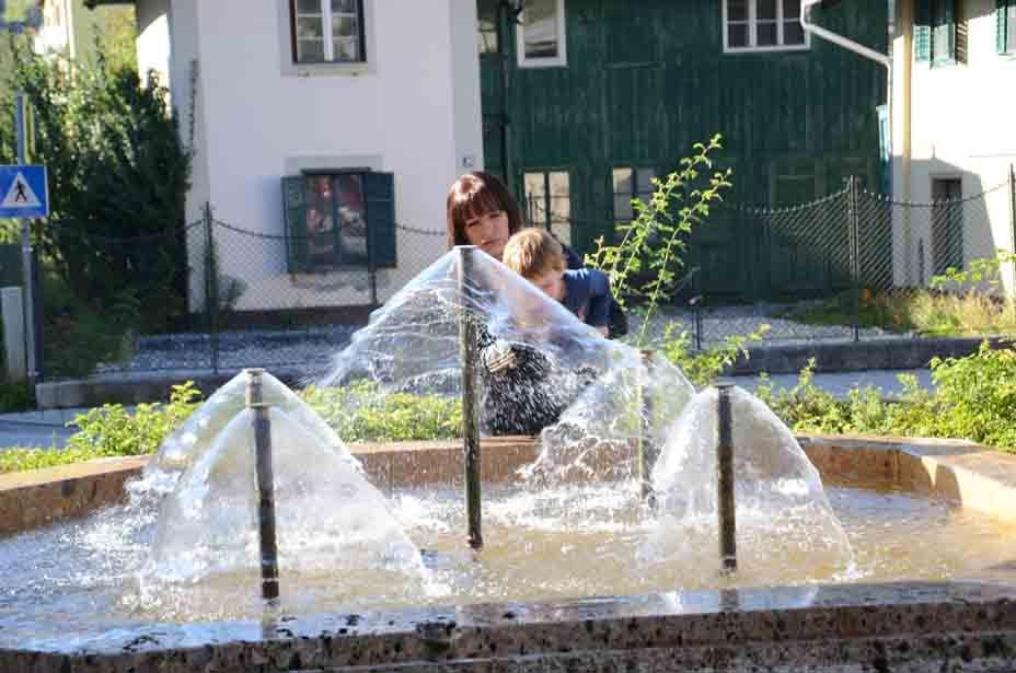 Brunnen begeistern Jung und Alt
