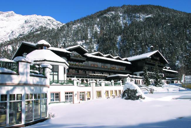 """Das Hotel und GC Gut Brandlhof in Saalfelden bietet mit dem """"GC Brandlhof Indoor Golf Performance-Center"""" Ganzjahresgolf."""