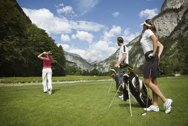 Es grünt so grün am Green - das lieben die Golfer und das bekommen sie im Sommer im GC Brandlhof. Foto: Saalfelden Leogang Touristik
