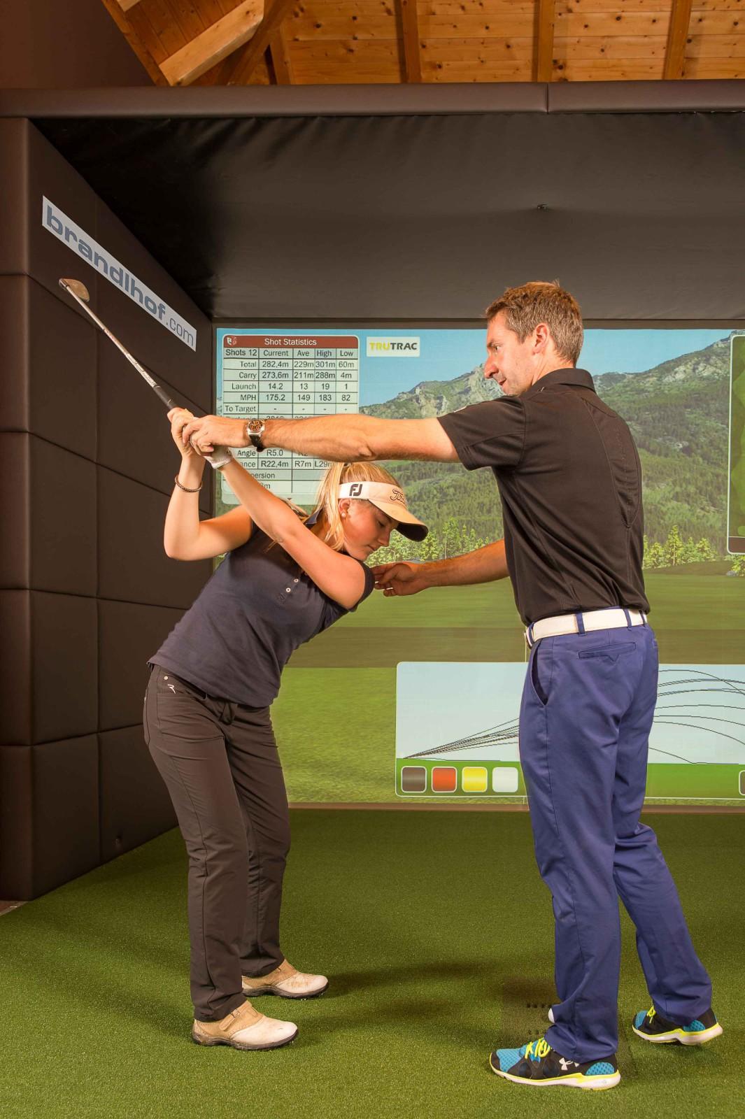 Auch Schüler und Schülerinnen des Sportgymnasiums HIB in Saalfelden trainieren unter der Leitung von Systema Golf.