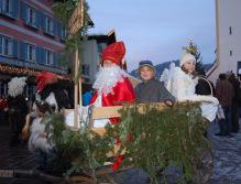 """Kinder als Nikolaus, """"Guazelmandel"""" und Engerl"""