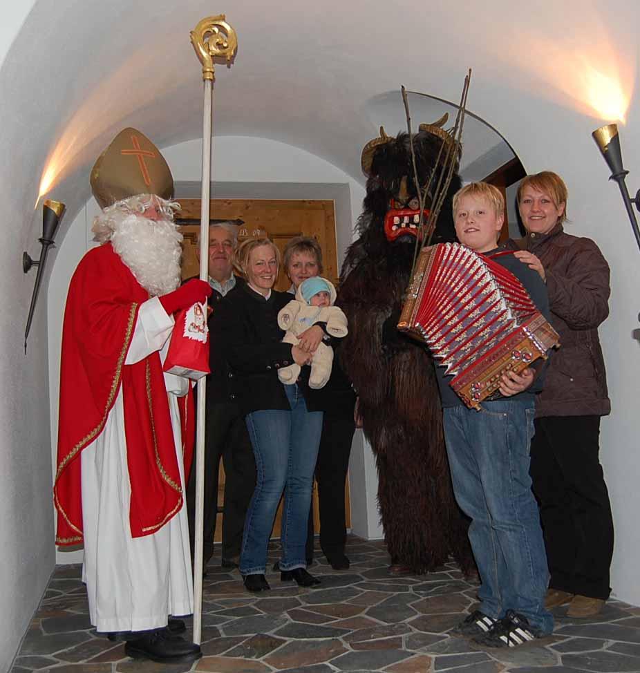Nikolaus besucht eine Familie