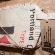 Taschen aus alten Zementsäcken.