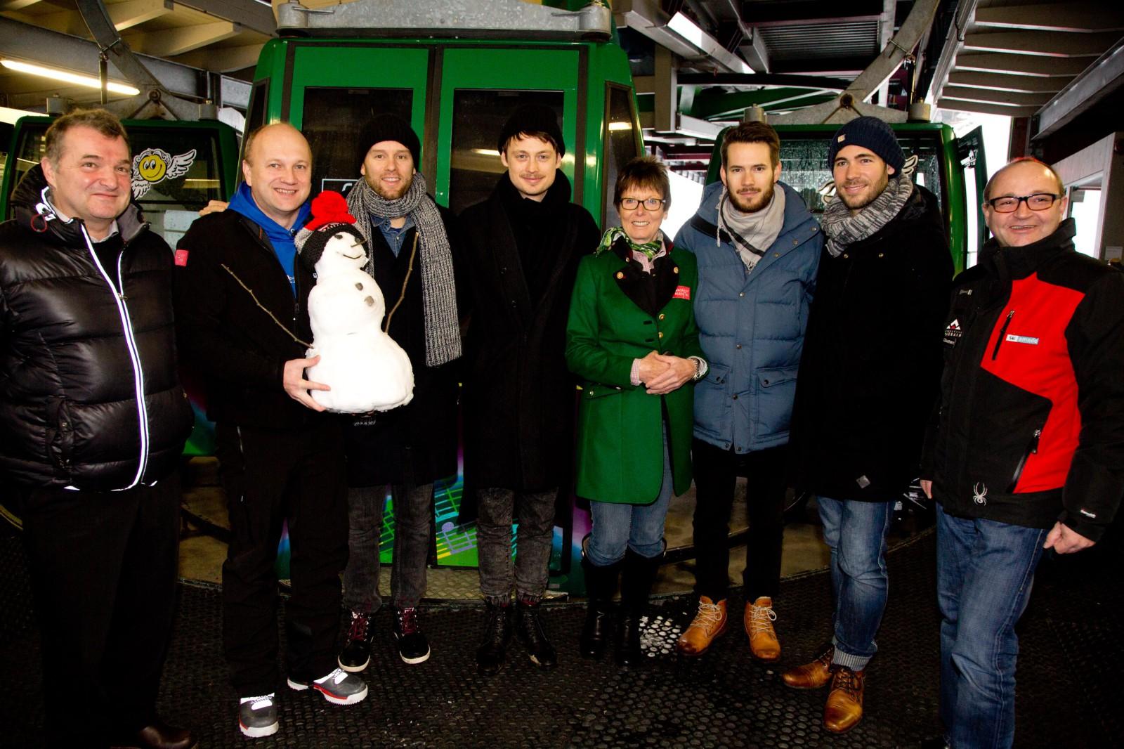 Wagrainer Organsiatoren mit Skilegende Annemarie Moser und Revolverheld Leadsänger Strate