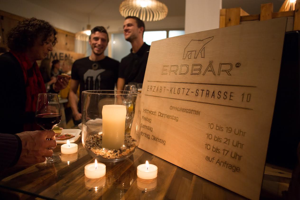 Gemütliches Beisammensein im Erbär-Store in Nonntal