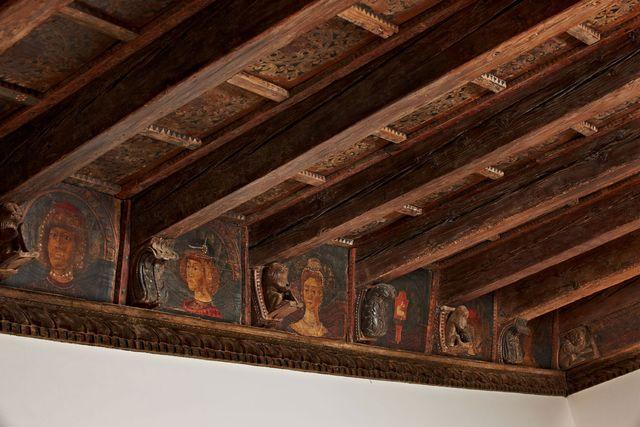 Kunstvolle Holzdecken