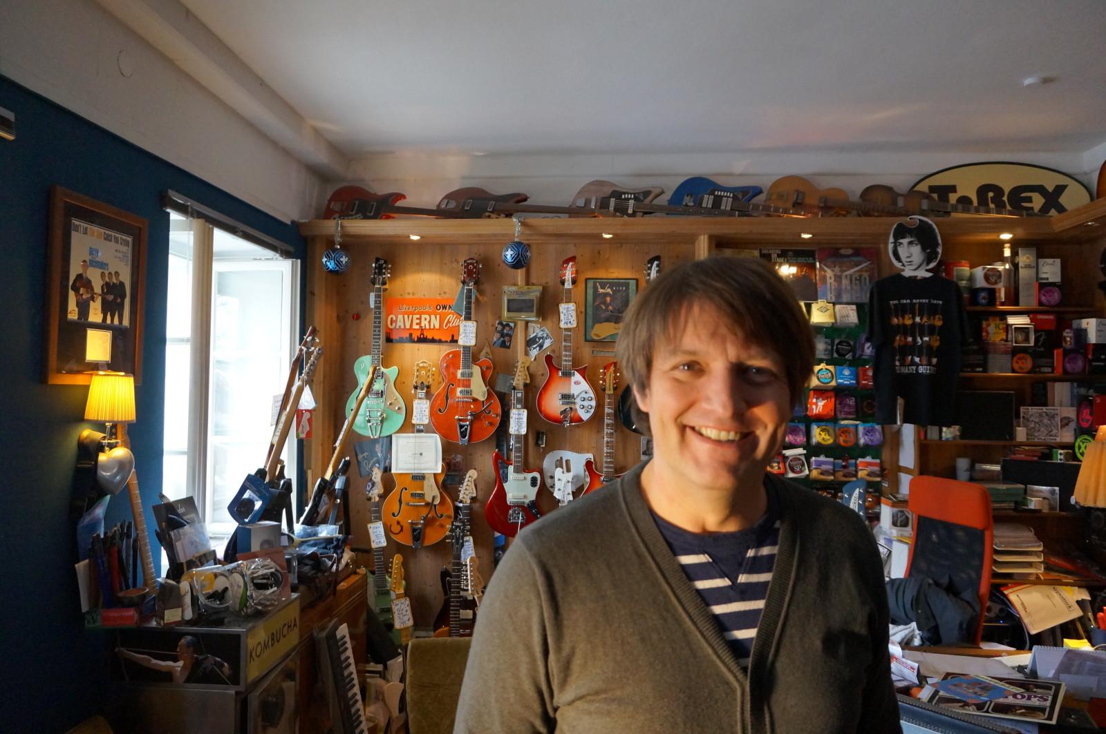 Stootsie in seinem Riverside Guitars