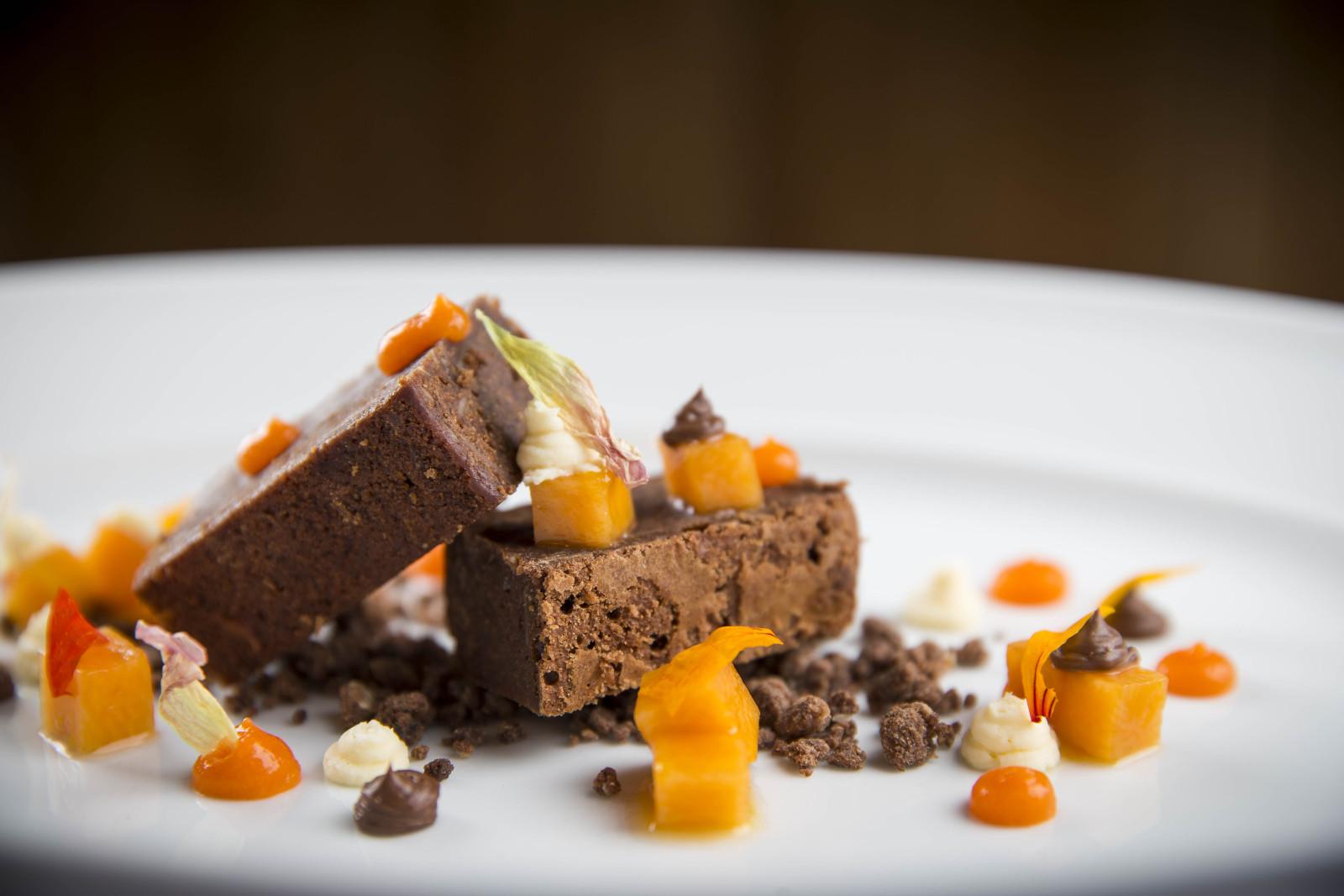 Schokoladenküchlein mit geschmortem Kürbis, einer Kürbiscreme und gesalzener Karamellsauce - klingt mutig, schmeckt hervorragend.