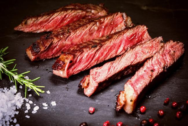 Das Fleisch der Wagyu- und der Charolais-Rinder ist bekannt für seinen delikaten Geschmack