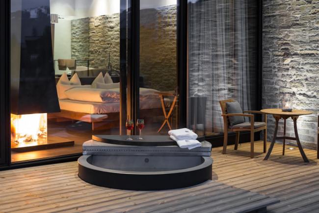 Privater Luxus - HotPot auf der Terrasse mit beheiztem Quellwasser.