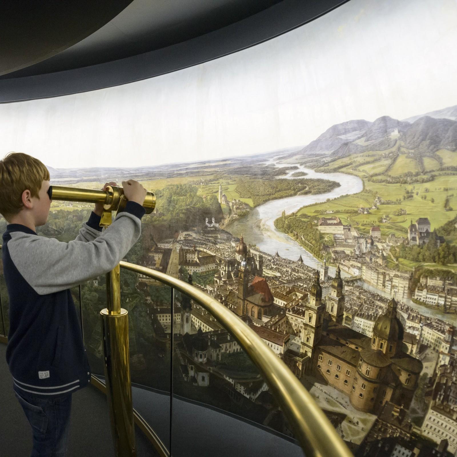 Plattform in der Mitte des Panoramas ©Salzburg Museum