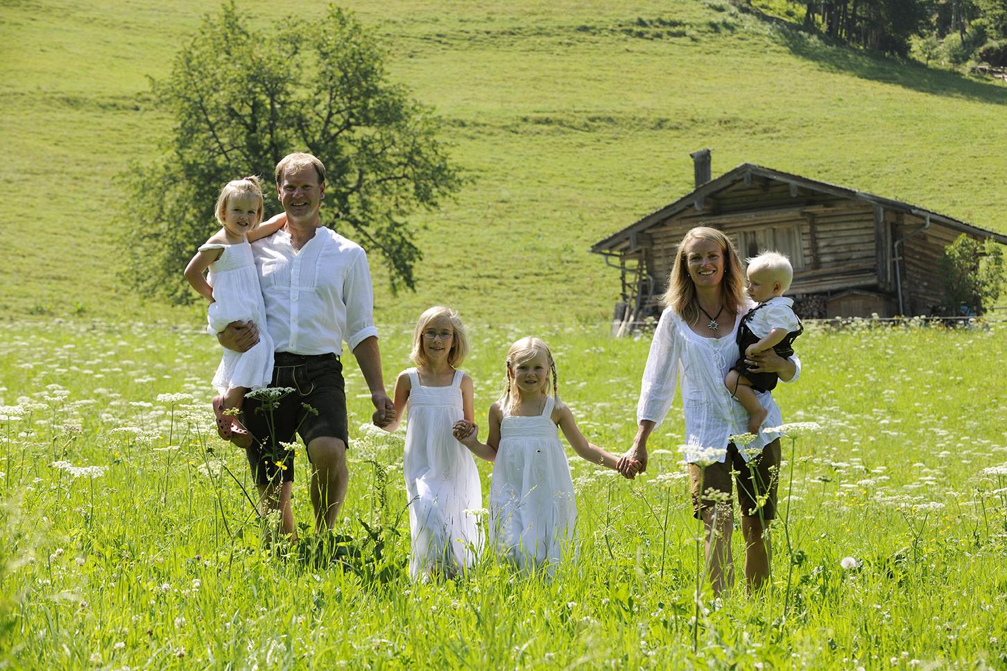 Familie Schwarzenberger lebt ihren Traum ©WoodRidge Chalets/ GüŸnter Standl