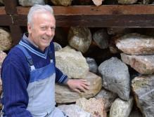 Andreas Hofer mit Steinen