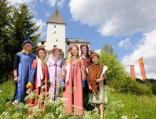 Burgfräulein und Pagen
