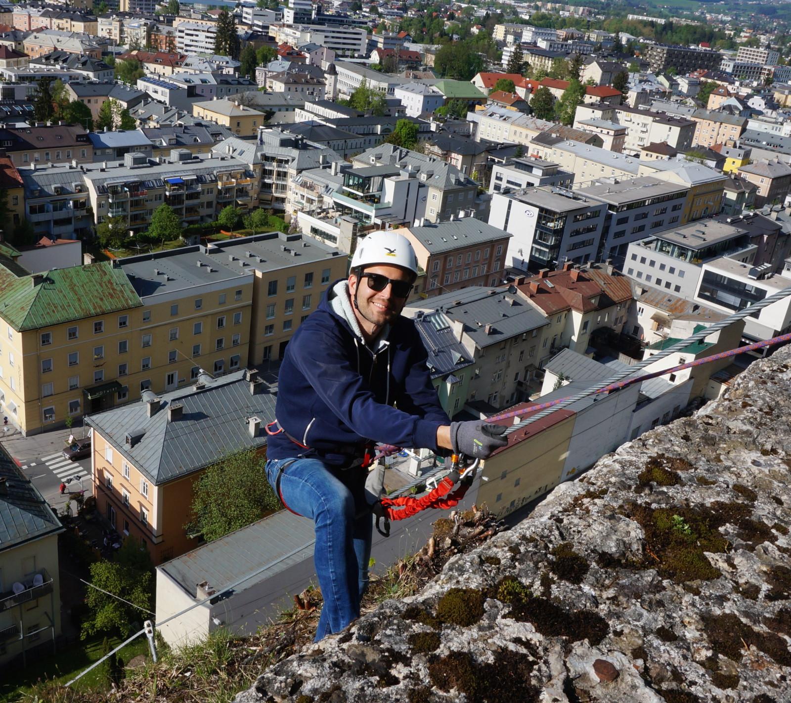 Oben angekommen, wird man mit einem herrlichen Blick über Salzburg belohnt ©SLT