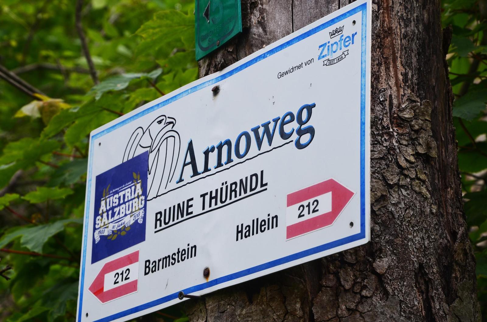 Eine Etappe des Arnowegs führt an der Ruine vorbei.
