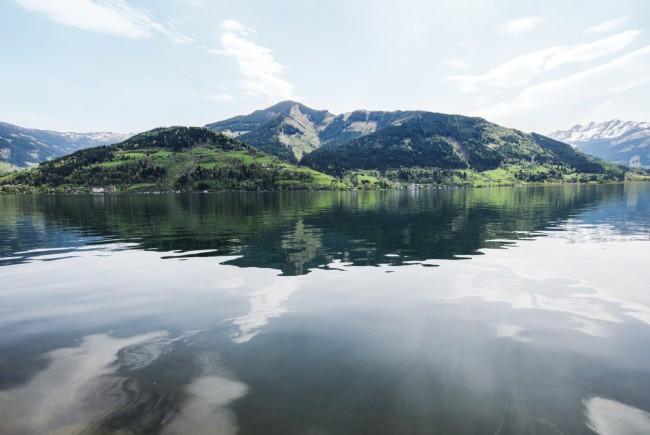Dort wo Berg und See sich trifft ist der Mensch glückich.