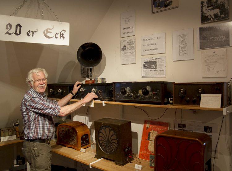 Der Museumsdirektor mit im 20er Jahre Eck