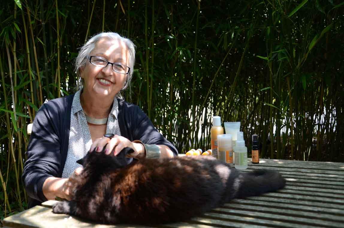 Maria Pieper mit ihrer Katze