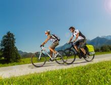 Pärchen beim Radfahren - Tauernradweg