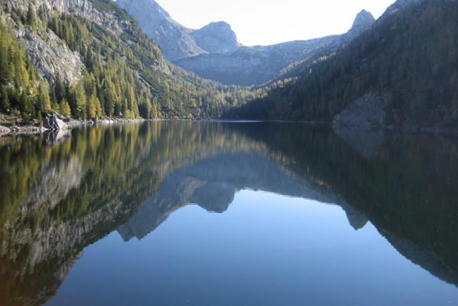 Der Dießbachstausee ist nicht gerade einer der wärmsten Seen des Landes - trotzdem wagen besonders Mutige hier ein Bad ©TVB Salzburger Saalachtal