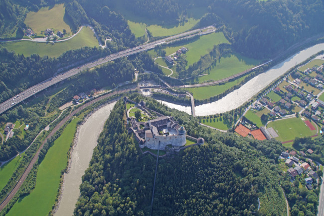 Die Burg Hohenwerfen schaut sensationell von oben aus.