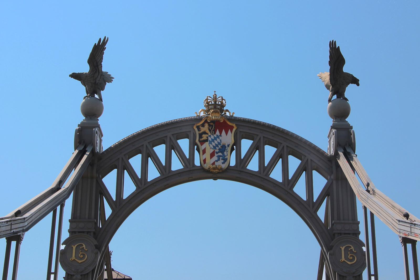 Das bayerische Wappen samt Krone.