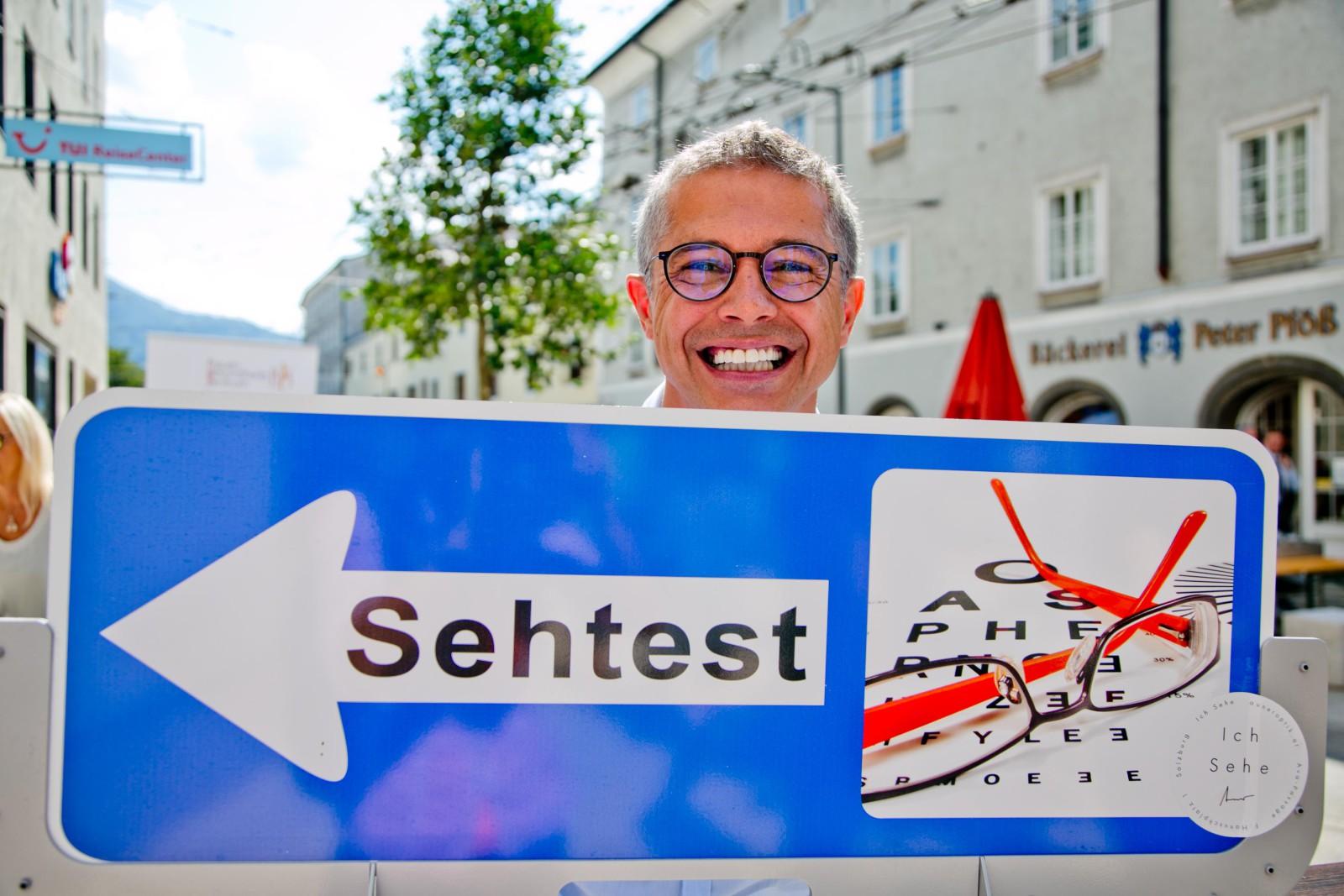 Berhard Auner, Optiker, Griesgasseneröffnung, Grieeeesig, Flaniermeile, Altstadt, Salzburg,  (c) wildbild