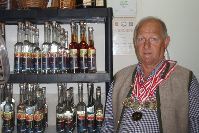 Zahlreiche Medaillen.
