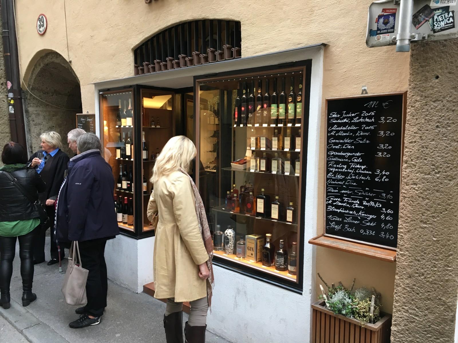 Schnaps, Liköre oder Wein von österreichischen Winzern. Was darf´s sein?