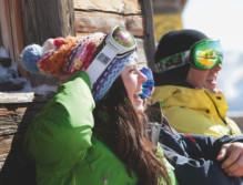 Wintersportler auf der Hütte