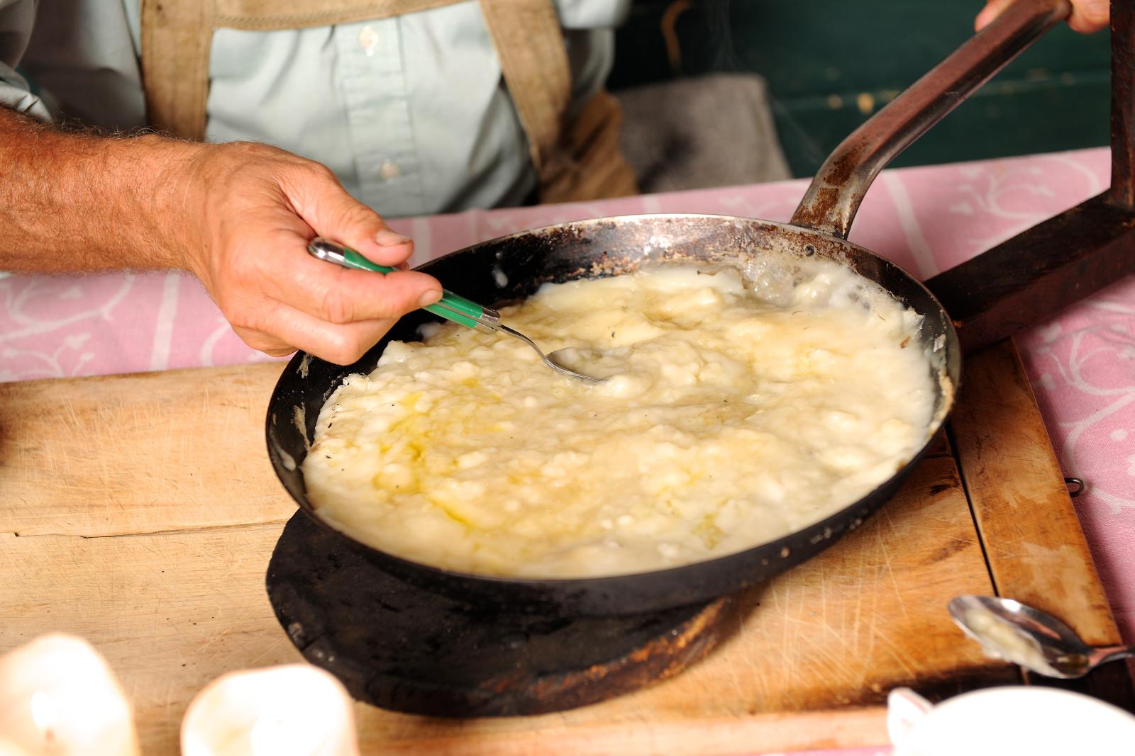 Das Bachlkoch ist das traditionelle Pinzgauer Weihnachts-Mittagsessen. c Foto Bauer