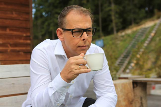 Gernot Schweizer vor der berühmt-berüchtigten Treppe aus dem Film 'Streif - One Hell of a Ride'