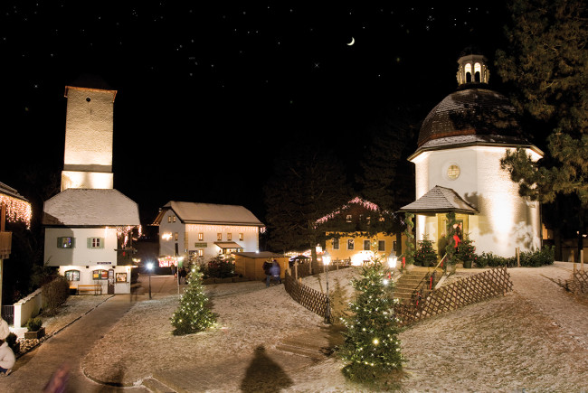 Besonders stimmungsvoll: Die Kapelle zu Weihnachten.