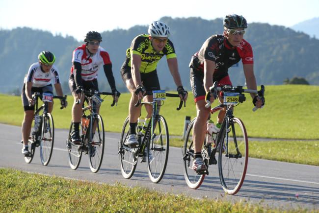 Bei bestem Wetter ging es für die Athleten durch den Salzburger Flachgau, vorbei an 11 Seen.