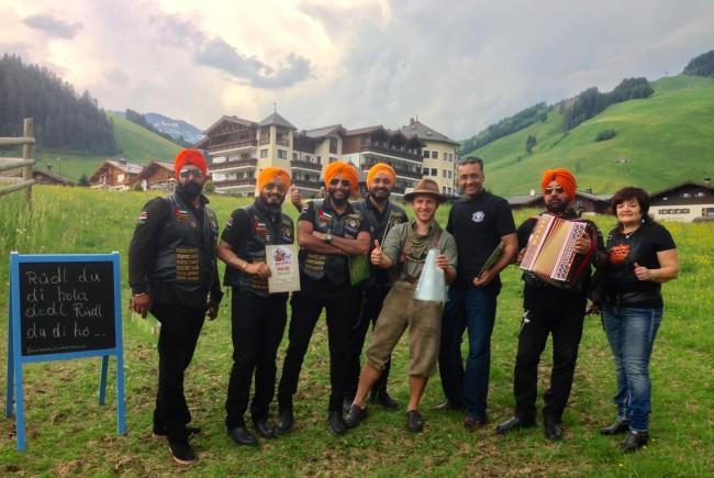 Auch diese Indischen Harleyfahrer erlernten das Jodeln.