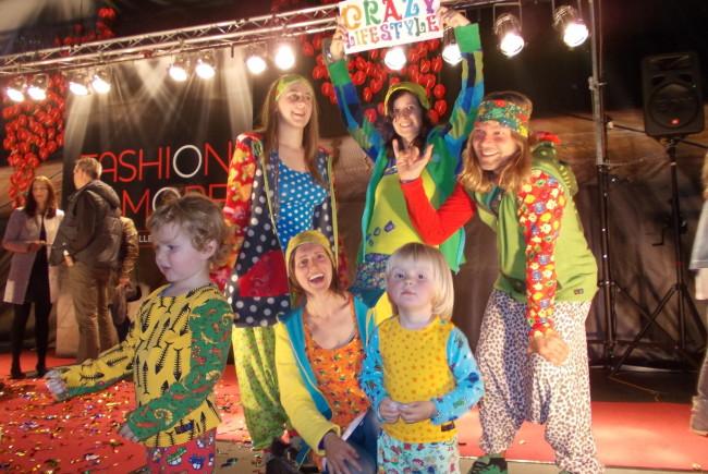 A bisserle verrückt darf's schon sein! Herrlich erfrischend, die farbenfrohe Mode der Halleiner Schneiderin Claudia Fagerer. Label: Crazy Lifestyle.