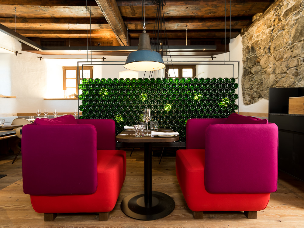 In der Vinothek kann man österreichische Weine verkosten.